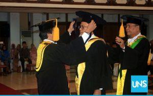 Rektor UNS Kukuhkan Tiga Guru Besar Baru